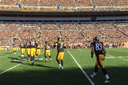 Ben Roethlisberger enters the field after Landry Jones left the game with an ankle injury early in the first quarter.