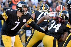 Steelers quarterback Ben Roethlisberger hands off to DeAngelo Williams in the third quarter Sunday at Heinz Field.