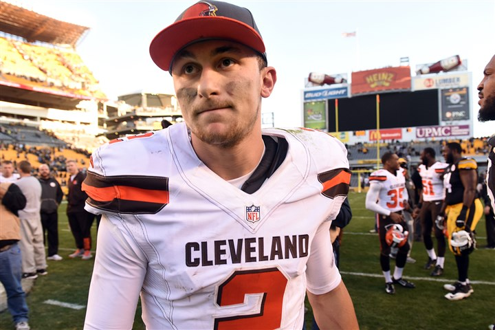 20151115smSteelersBrowns023-22 Browns quarterback Johnny Manziel prepares to leave the field after a loss against the Steelers on Nov. 15, 2015. The Browns released Manziel today.