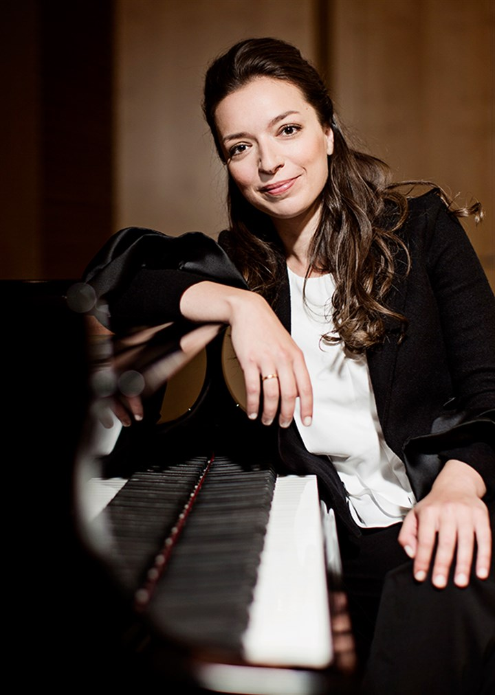 hotlist1203 Russian pianist Yulianna Avdeeva joined the Pittsburgh Symphony Orchestra and music director Manfred Honeck in a program of works by Schubert, Mozart and Beethoven.