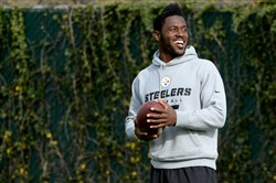 Steelers' Antonio Brown talks to teammates during practice Wednesday on the South Side.
