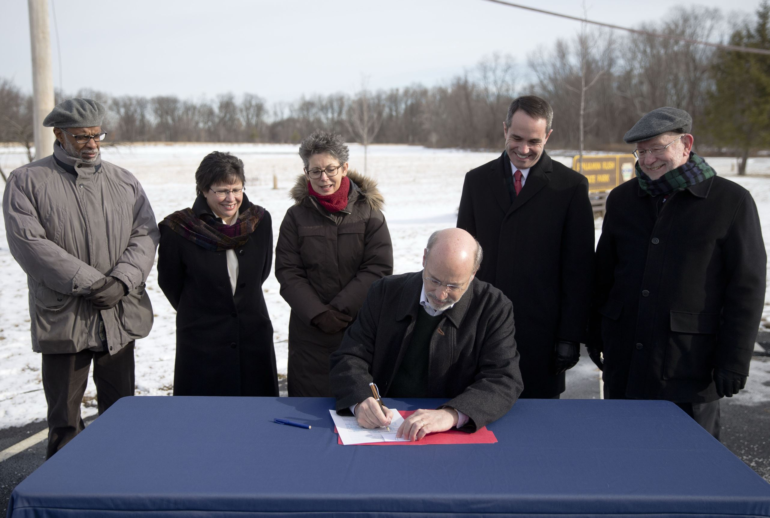PEDF1126 Gov. Tom Wolf signs an executive order restoring a moratorium on new drilling leases involving public lands, Thursday, Jan. 29, 2015, at the Benjamin Rush State Park in Philadelphia. T