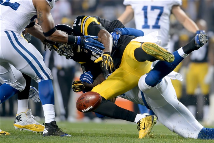 web-20151206mfsteelerssports04-1 Steelers' Jacoby Jones fumbles the opening kickoff against the Colts at Heinz Field.
