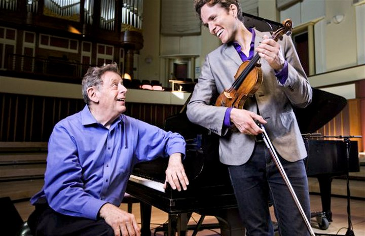 20151208hdGlass01Mag-3 Composer Philip Glass (piano) and violinist Tim Fain.