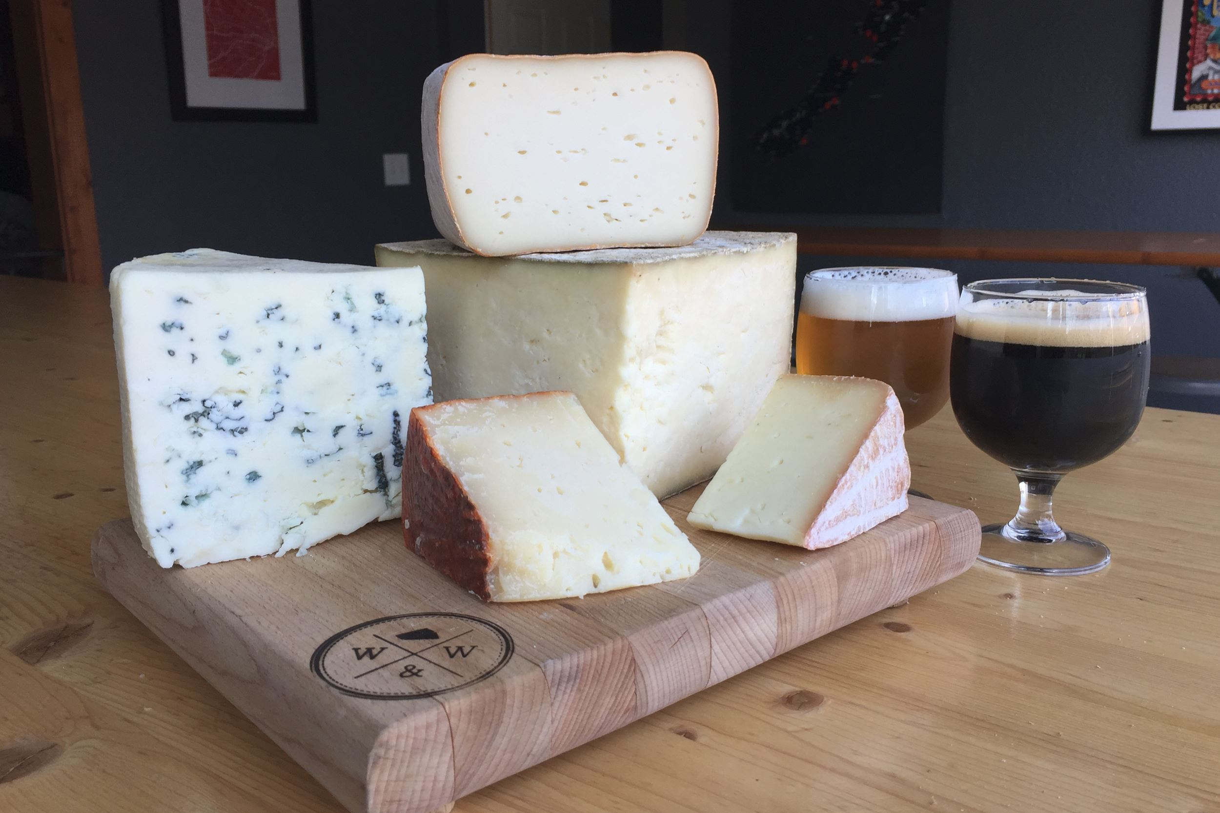 20151211hdCheese01Food From left the cheeses are: Ba Ba Blue, Landaff, Bamboozle, Gran Queso and Tomme de Ewe. The beers from Roundabout Brewery are Azacca IPA and Simply Stout.
