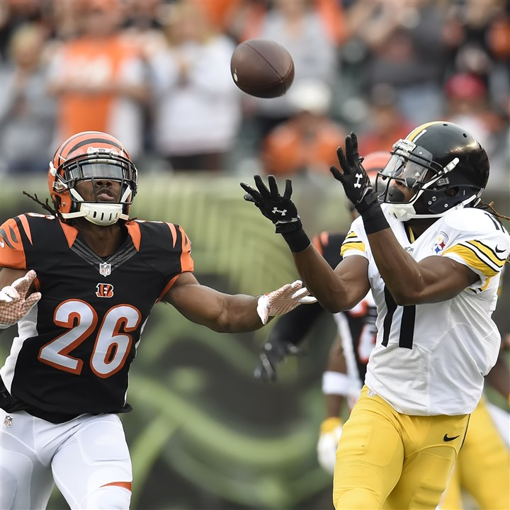 20151213pdSteelersSports03 Steelers wide receiver Markus Wheaton hauls in pass for a first down against the Bengals in the first in Cincinnati.