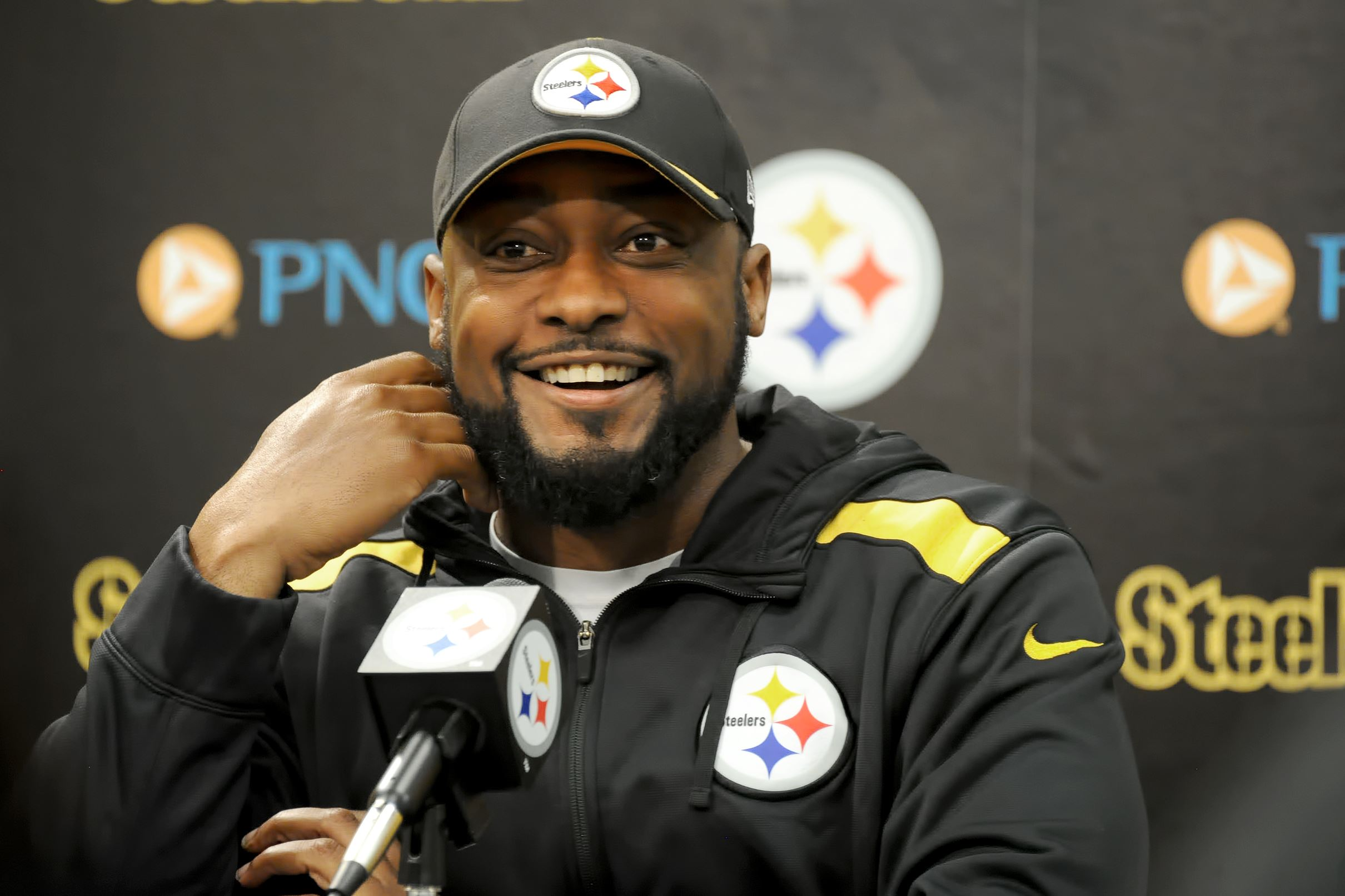 Tomlin keeps his reaction to Bengals antics under wraps ...