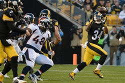 Steelers' DeAngelo Williams pulls in a pass against the Broncos in the first quarter Dec. 20 at Heinz Field.
