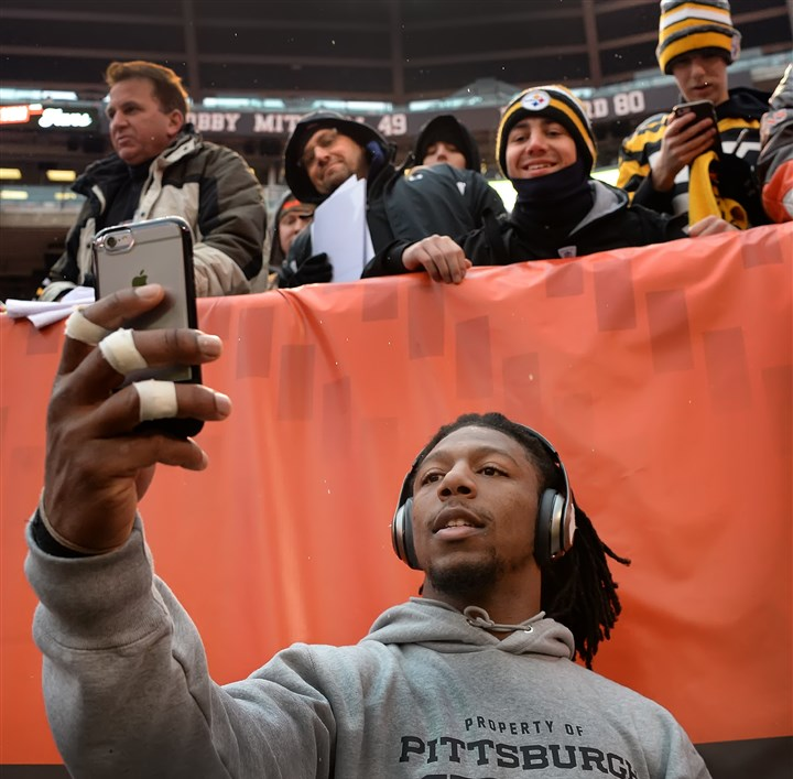 Steelers Bud Dupree snaps selfie with fans The Steelers' Bud Dupree takes a selfie with fans at FirstEnergy Stadium in Cleveland, Ohio, before today's game against the Browns.