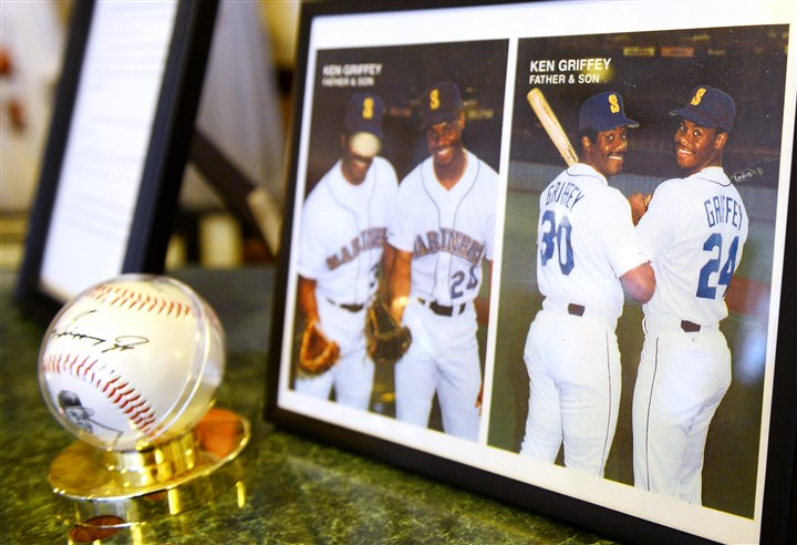 20160106JRGriffey6-5 A photo of Ken Griffey Sr. and Ken Griffey Jr. on display at the Donora Smog Museum.
