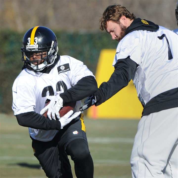 20160107lf-Steelers02-1 Steelers running back Fitzgerald Toussaint takes a handoff from quarterback Ben Roethlisberger during practice at the team's South Side training facility on Thursday, January 7, 2016.