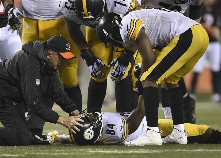 20160109pdSteelersSports14-4 Antonio Brown lay on the field after taking a hit from the Bengals' Cincinnati's Vontaze Burfict at Paul Brown Stadium.