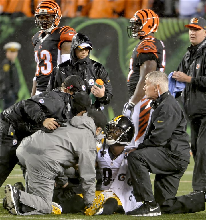 Steelers' Antonio Brown takes hard hit from Bengals The Steelers' Antonio Brown is attended to after taking a hard hit against the Bengals in the fourth quarter in the AFC Wild Card game Saturday at Paul Brown Stadium.