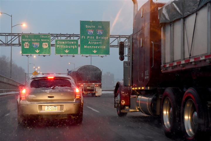 20160112radSnowLocal01 Rush-hour traffic creeps along the North Shore Expressway this morning. Snow squalls are expected today as a storm system moves through the Pittsburgh region, dropping up to 3 inches of snow.