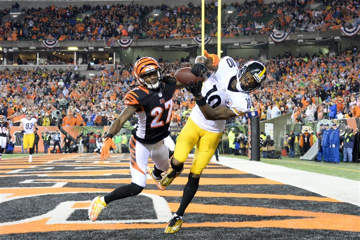 20160109pdSteelersSports07-1 Pittsburgh Steelers' Martavis Bryant hauls in touchdown pass in the third quarter against the Bengals at Paul Brown Stadium.