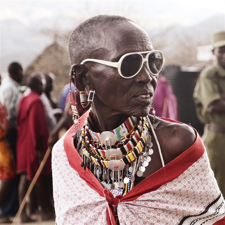 TIM_5573-3 Mary Rimas of the Olorgesailie Maasai women's artisan group in Kenya wearing accessories from the OMWA + Idia'Dega collection.