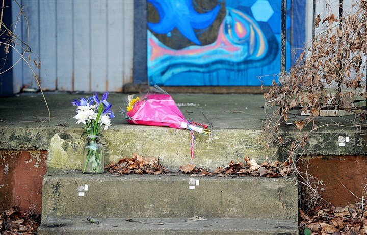 20160202ppWhitneyShootingLOCAL The steps of an abandoned building on Whitney Avenue where Port Authority police fatally shot Bruce T. Kelley Jr. on Jan. 31.
