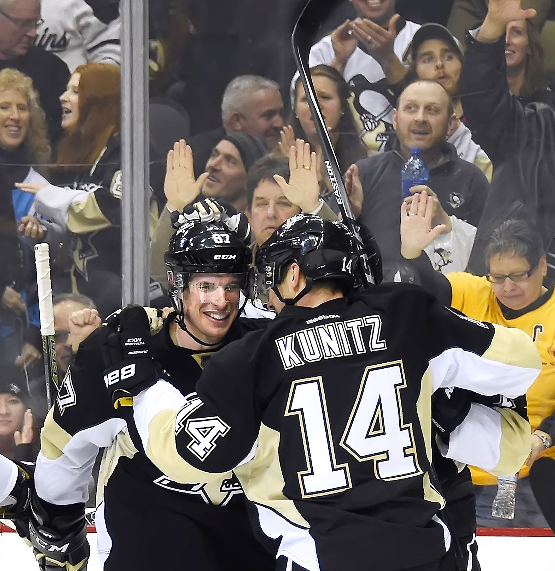 Penguins outlast Senators, 6-5, on Crosby's hat trick