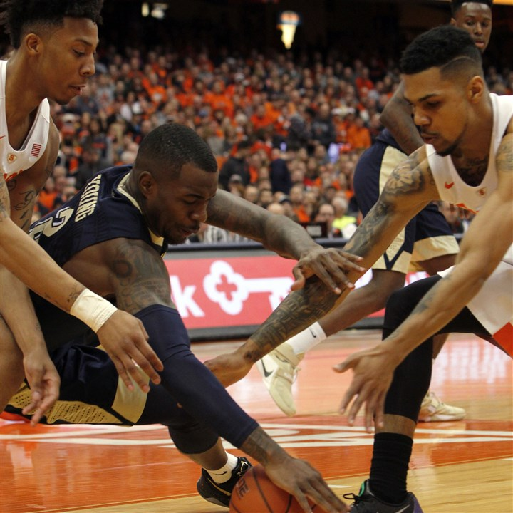 Pittsburgh Syracuse Basketball-3 Pitt's Michael Young, center, battles for a loose ball against Syracuse's Malachi Richardson, left, and Michael Gbinije in the first half.
