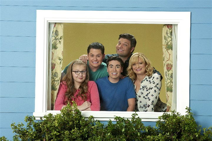 "owen0226_oneals_mag ""The Real O'Neals"" stars Bebe Wood as Shannon, Matt Shively as Jimmy, Noah Galvin as Kenny, Jay R. Ferguson as Pat and Martha Plimpton as Eileen."