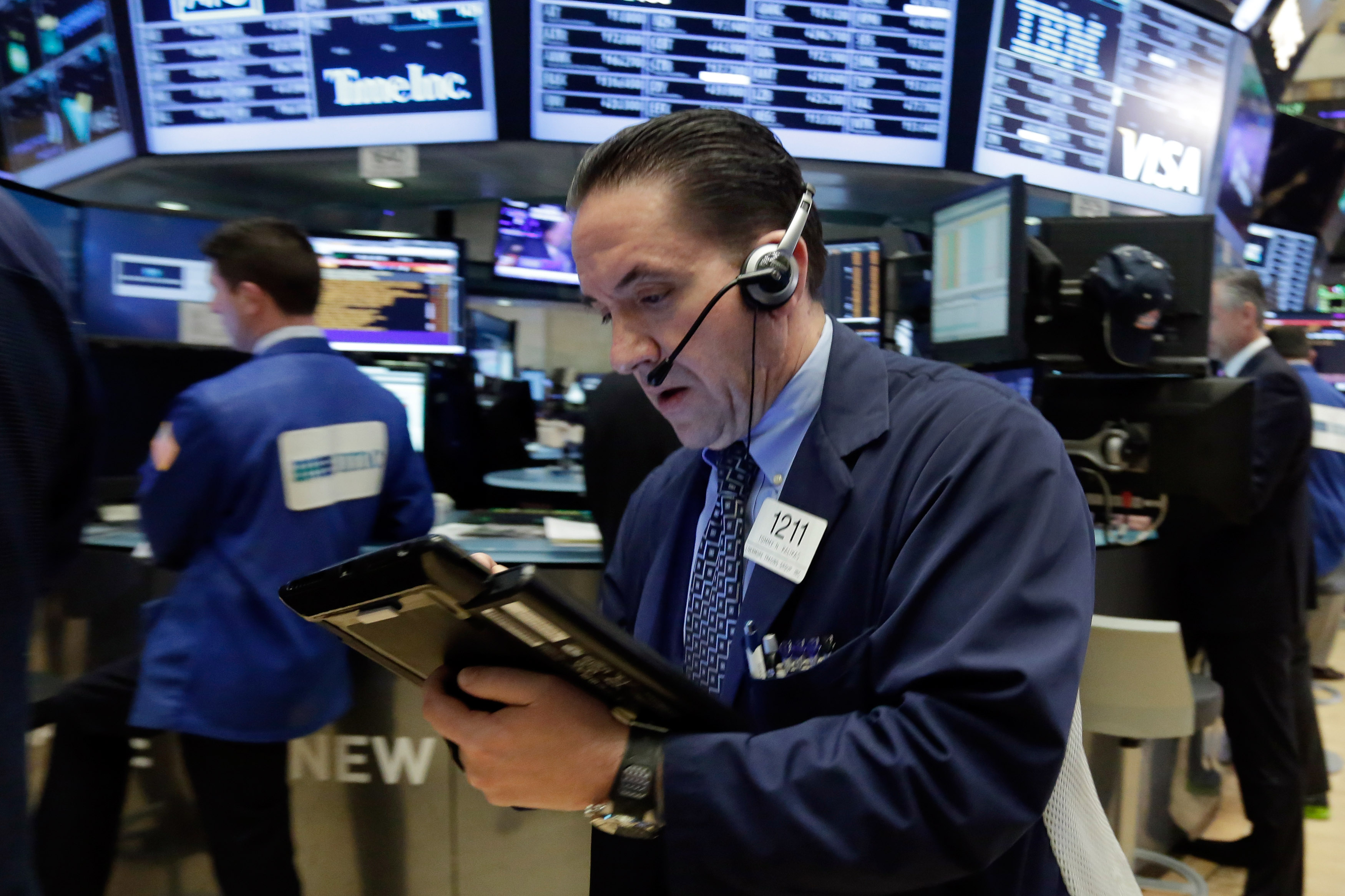 Stocks end lower on Wall Street as commodities prices fall