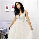 "Pittsburgh native Shoshana Roberts will be pondering if she should ""Say Yes to the Dress"" on TLC this Friday night."