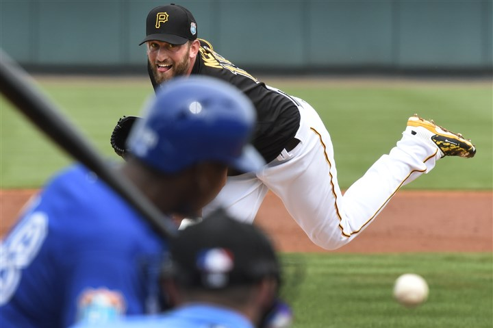 20160303pdPiratesSports12-5 Jonathon Niese delivers against the Blue Jays on Thursday.