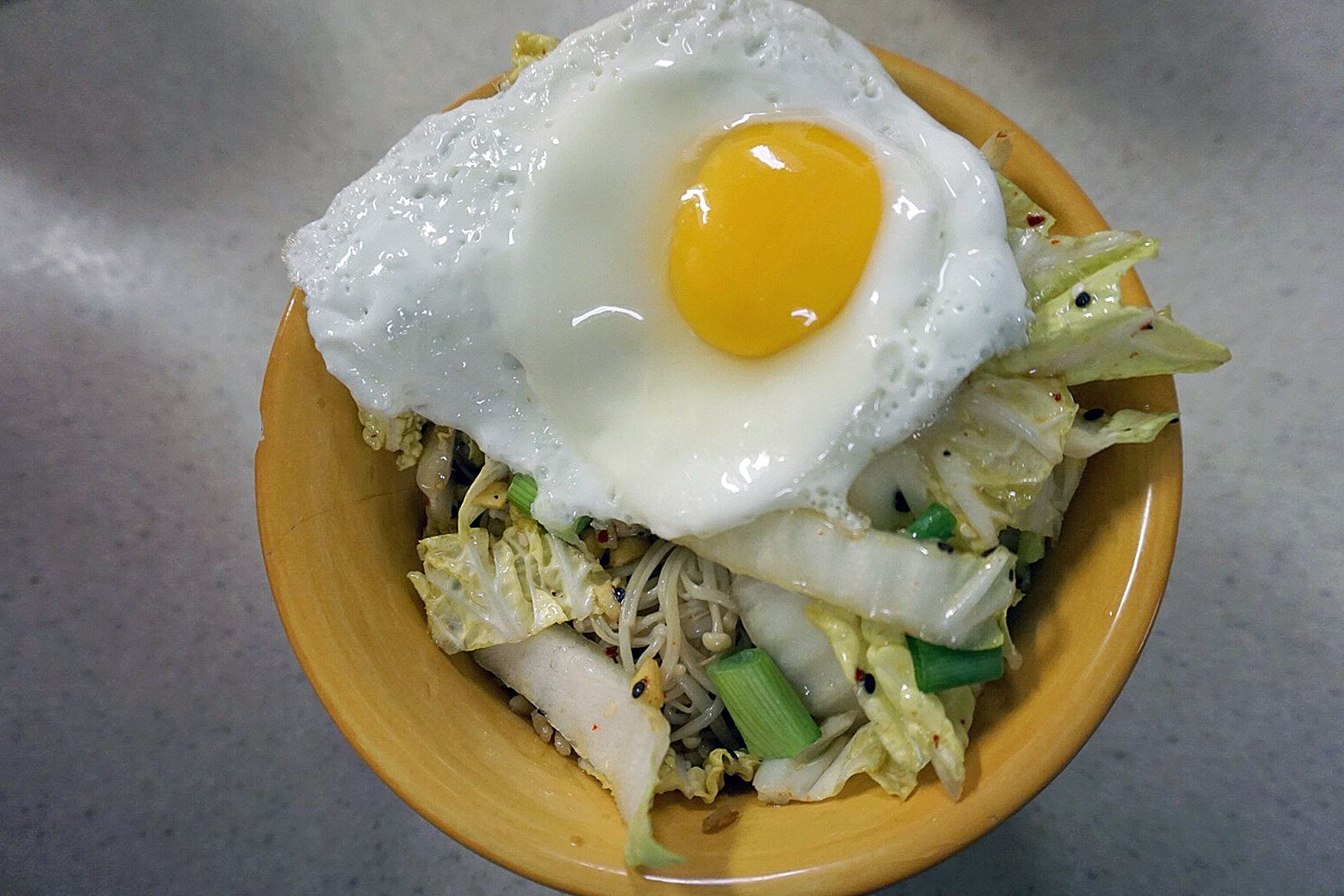 dinnerinabox0309_bibimbap Vegetable Bibimbap and kimchee.