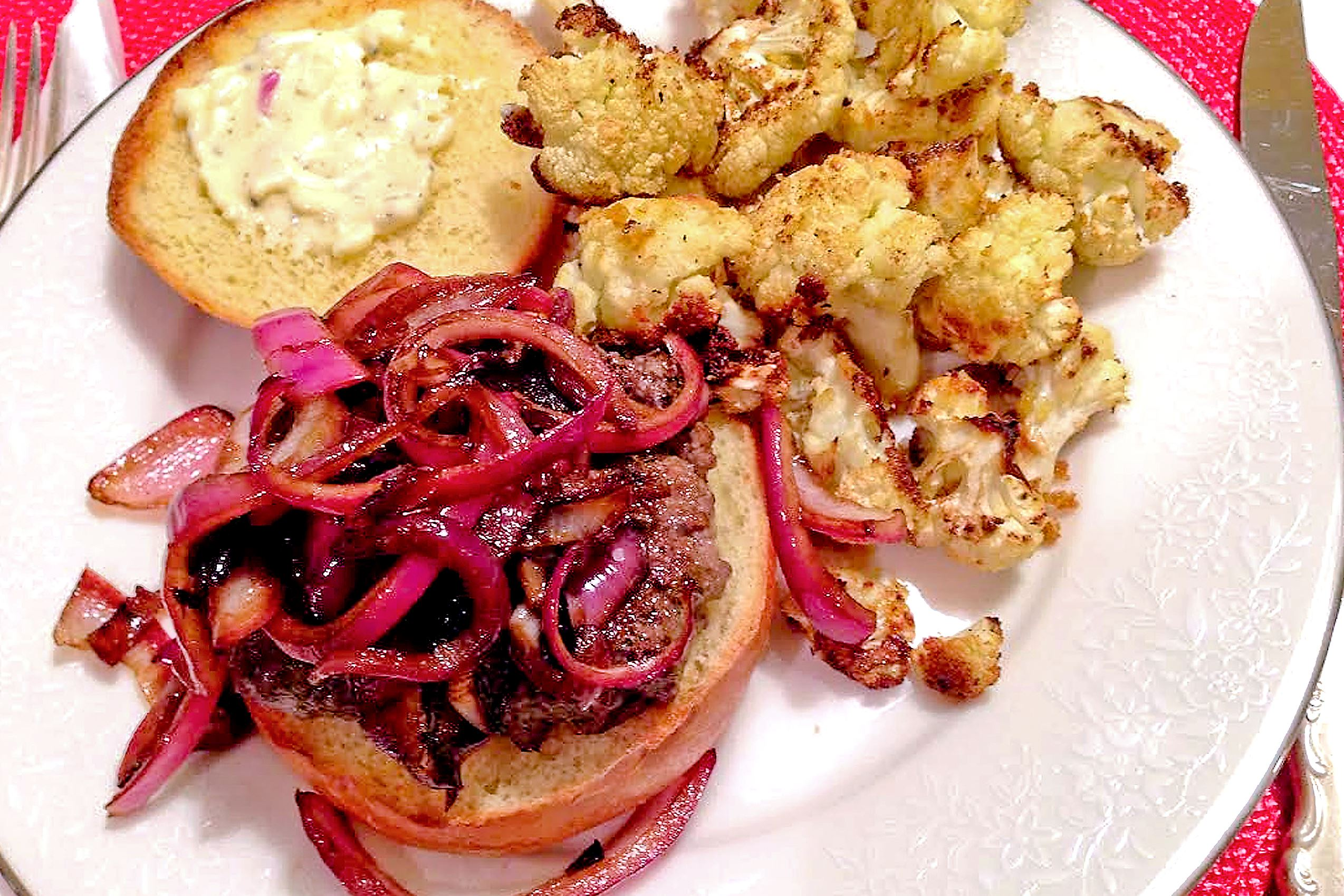 dinnerinabox0309-carmelized-onion Caramelized Onion Burger with Garlic Aioli and Crispy Cauliflower by HelloFresh.