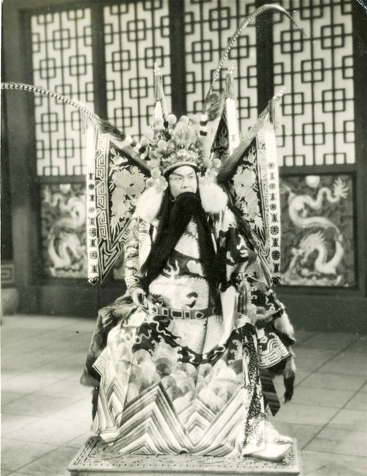 "chinesefilm0309_mag_03-1 Zhou Xinfang as Wu Han in ""Murder in the Oratory,"" 1937, collection of Eva and Michael Chow."