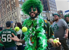 Zak Shuster, 36, of Smithton, Pa, juggles during last year'sSt. Patrick's Day Parade.