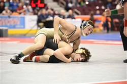 Franklin Regional's Spencer Lee, in gold, was hoping to become Pennsylvania's 13th four-time champion Saturday.