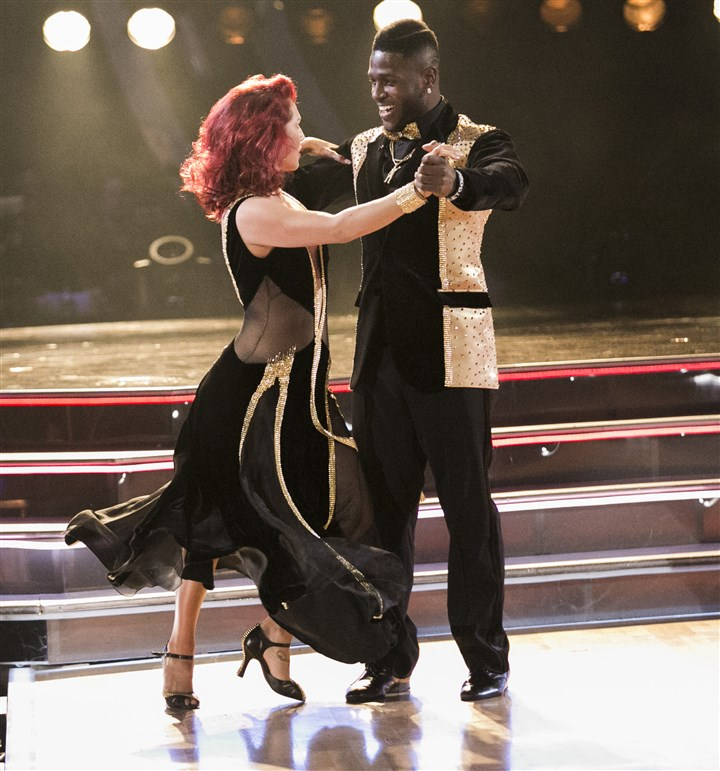 143006_6857 Antonio Brown, dressed in black and gold, of course, did a quickstep with partner Sharna Burgess.