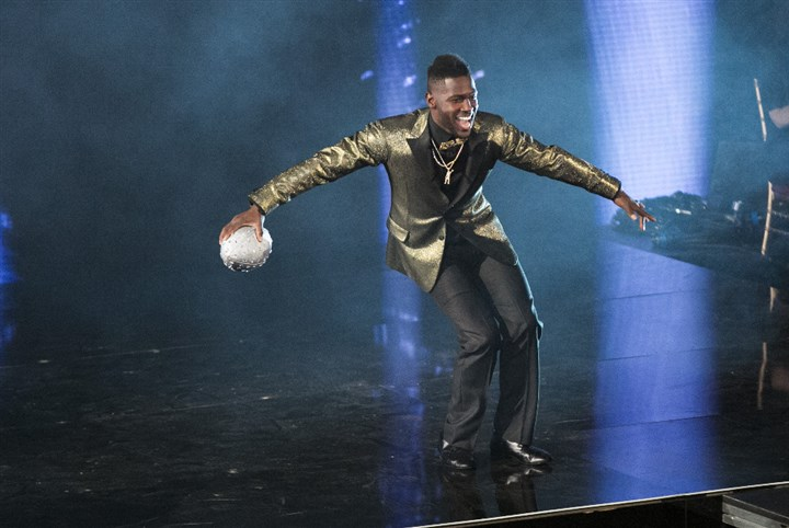 "143006_5363 Antonio Brown performed on tonight's episode of ""Dancing With the Stars."""