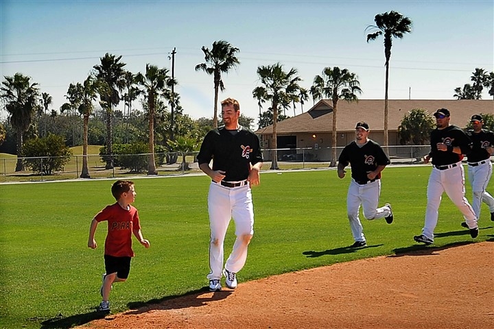 20160403pdWorkZone Drake LaRoche along with dad Adam LaRoche lead the infielders on a running drill during spring training in Bradenton in 2009.