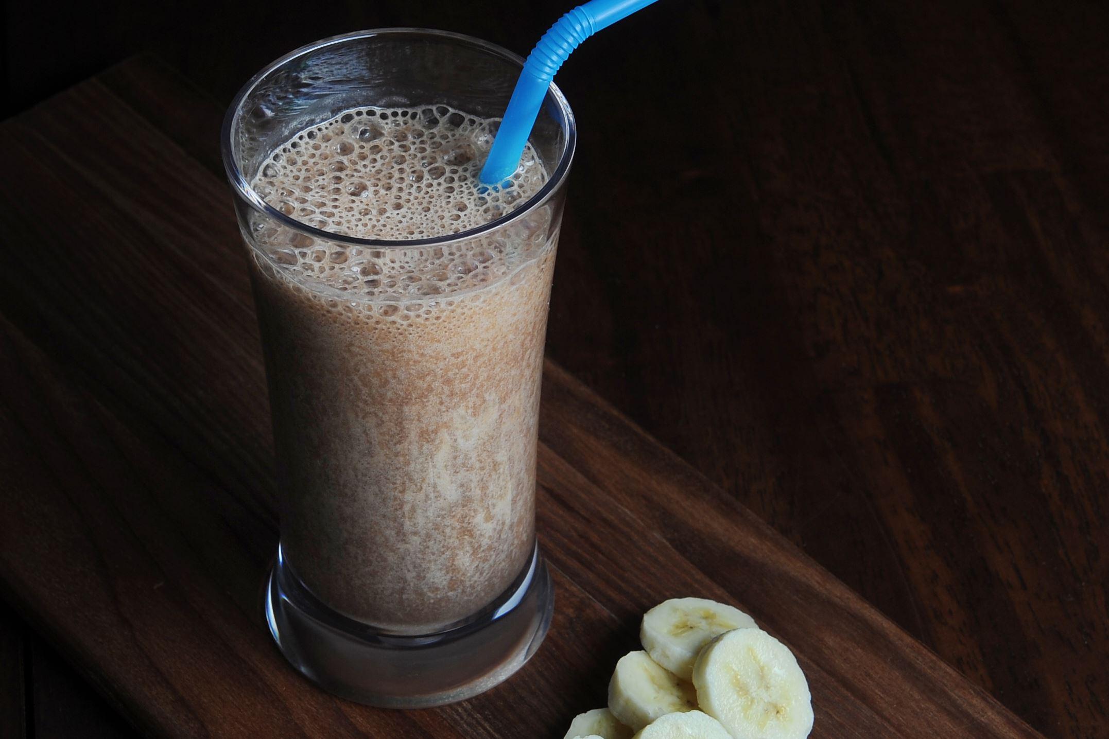 20160407ng-Smoothie7-2 A chocolate-banana smoothie.