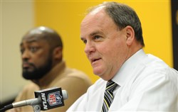 Steelers general manager Kevin Colbert, right, and Steelers head coach Mike Tomlin.