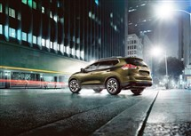 The 2016 Nissan Rogue's bold, sharp bodylines offer a sporty and confident appearance.