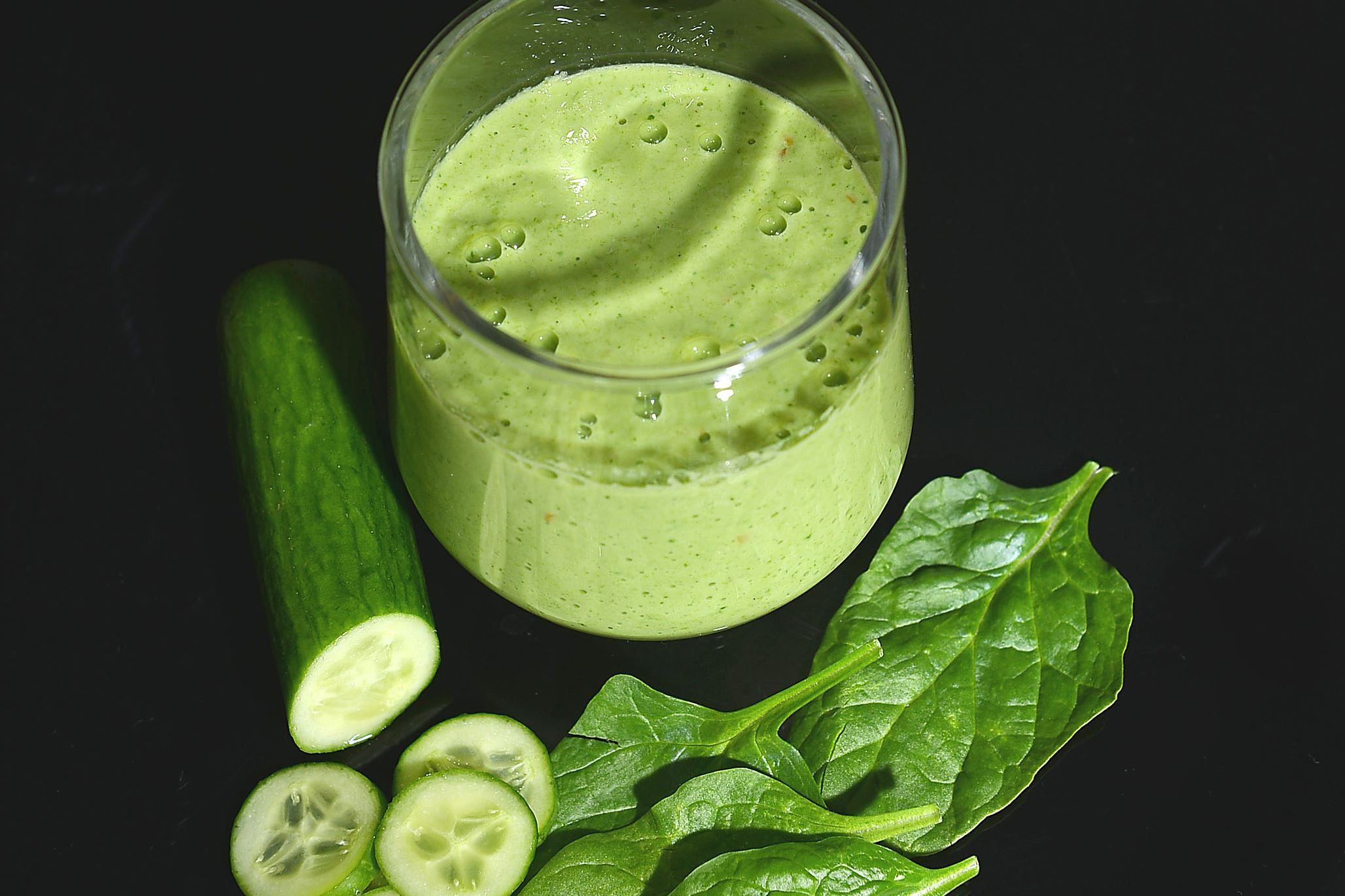 20160504ng-smoothie2-1 A vegetable smoothie, which includes spinach and cucumbers.