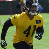 Pittsburgh Steelers rookie Travis Feeney practices Saturday at the South Side training facility.
