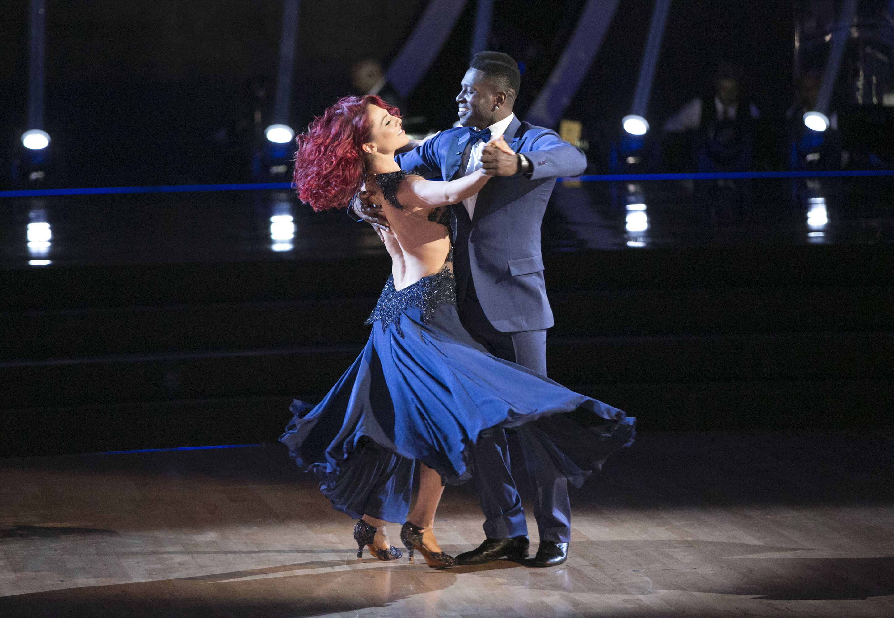 """Steelers' Antonio Brown waltz into """"Dancing With the Stars"""" semifinals"""