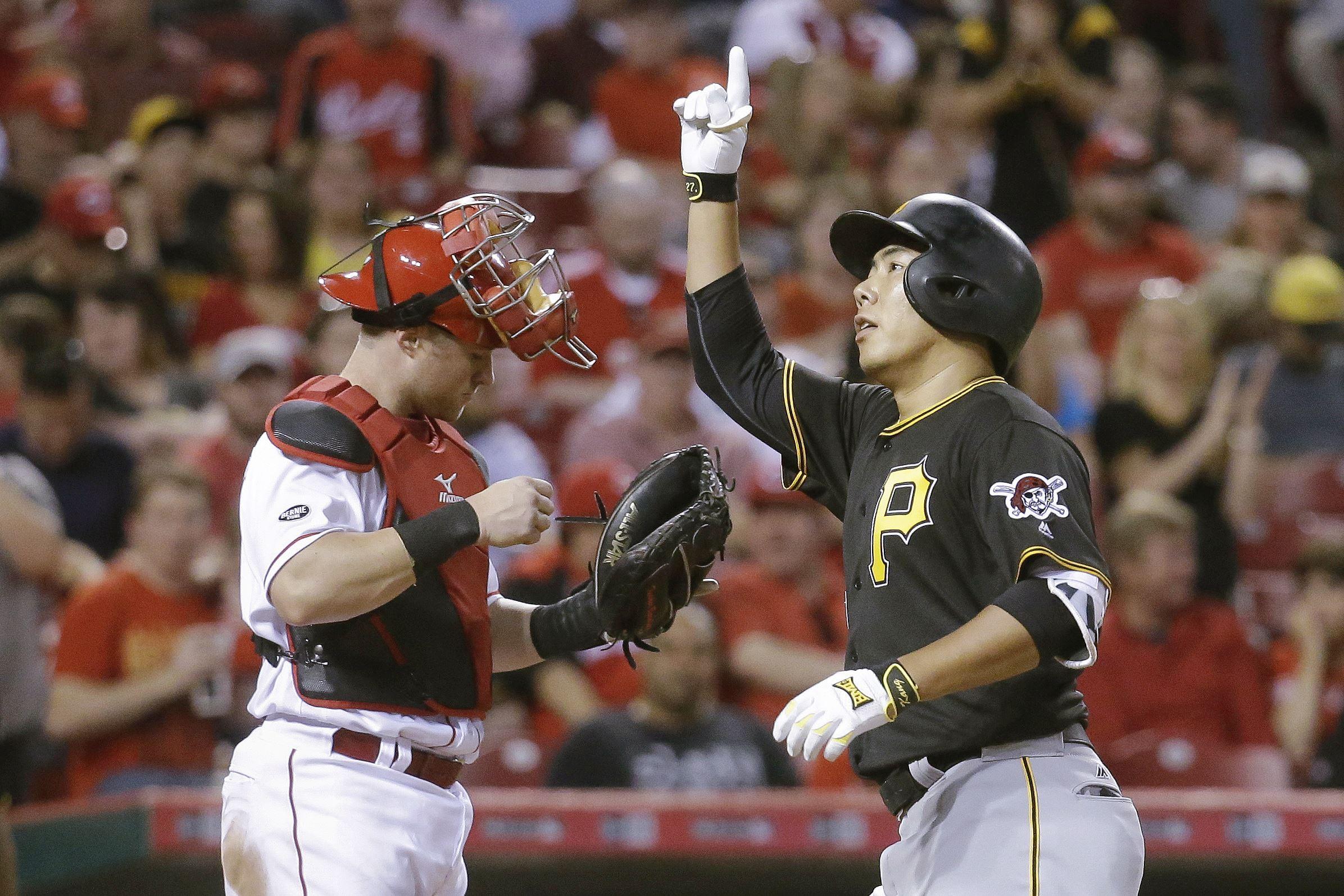 Pirates beat Reds, 5-4, to split rain-shortened series