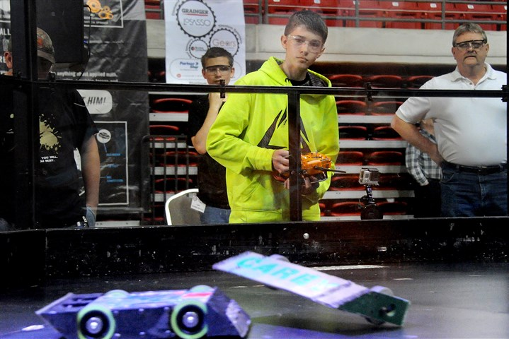 20160521lf-Robot04-3 Lake Fong/Post-Gazette 05212016 Stephanie Ritenbaugh Local Joel Faton, a 10th grader from West Mifflin High School controls the robot during a battle at the National Robotics League Championship at California University on Saturday, May 21, 2016.