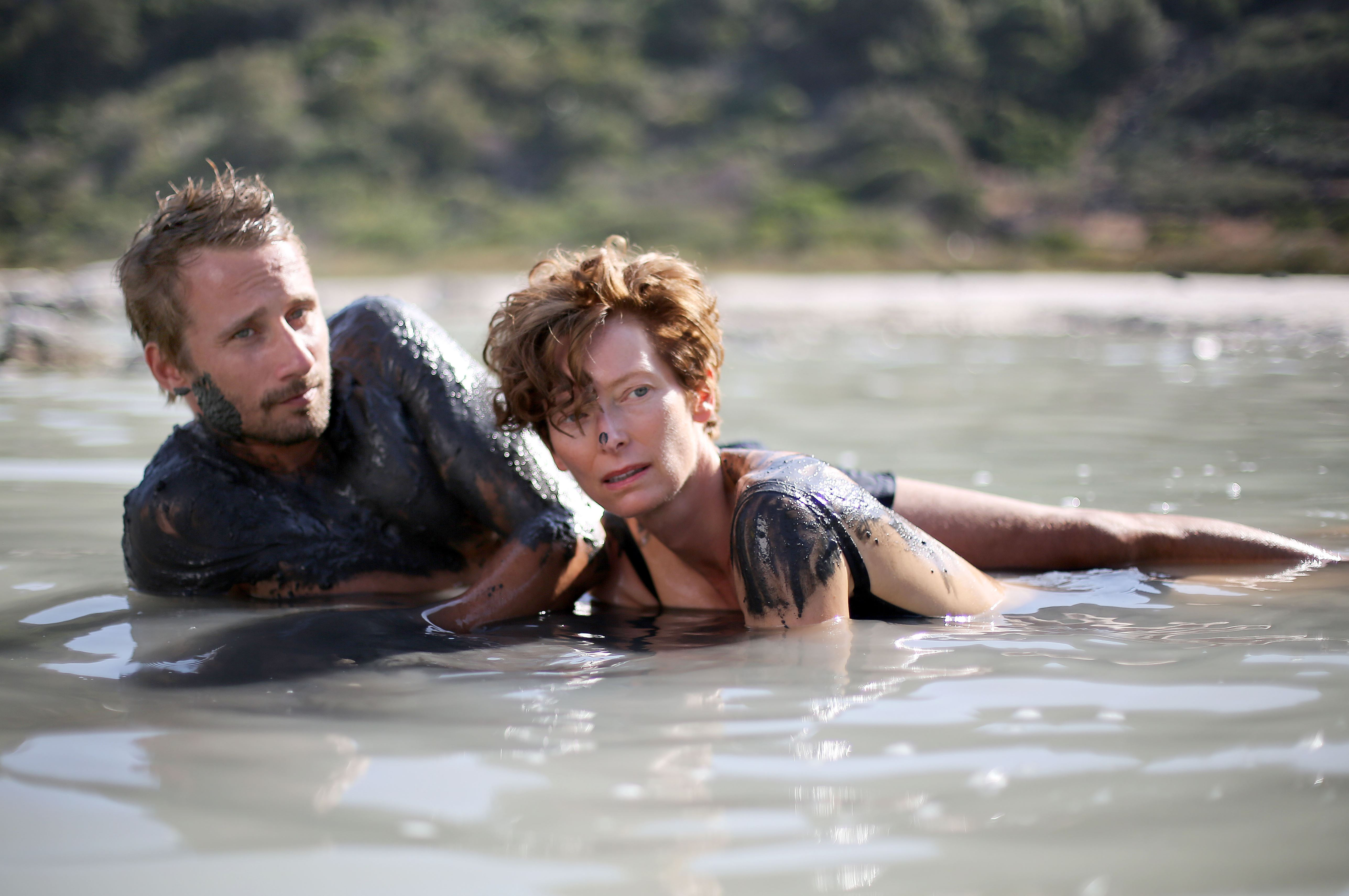 Movie review 39 a bigger splash 39 rides wave of big acting for A bigger splash movie