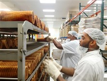 Joe Rutherford, front, and Aljarreau Harris make 5 Generation Bakers' Jenny Lee Cinnamon Swirl bread. The company has added 15 new employees in the past two months.
