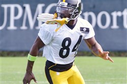 Steelers receiver Antonio Brown prepares to catch a pass during practice Thursday morning at the team's South Side practice facility.