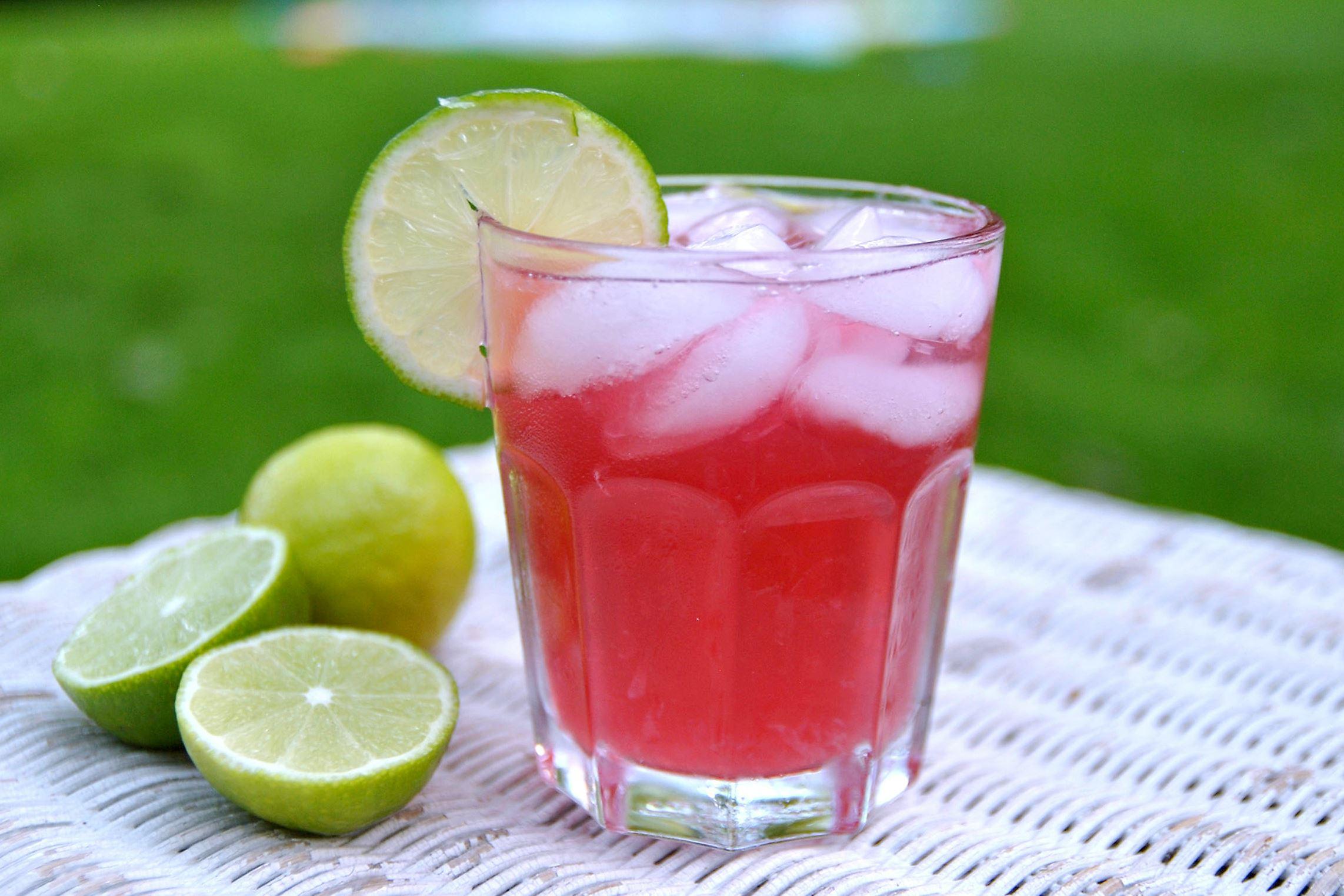 beachcookbook0601_seabreeze_01 White Rum & Lime Sea Breezes