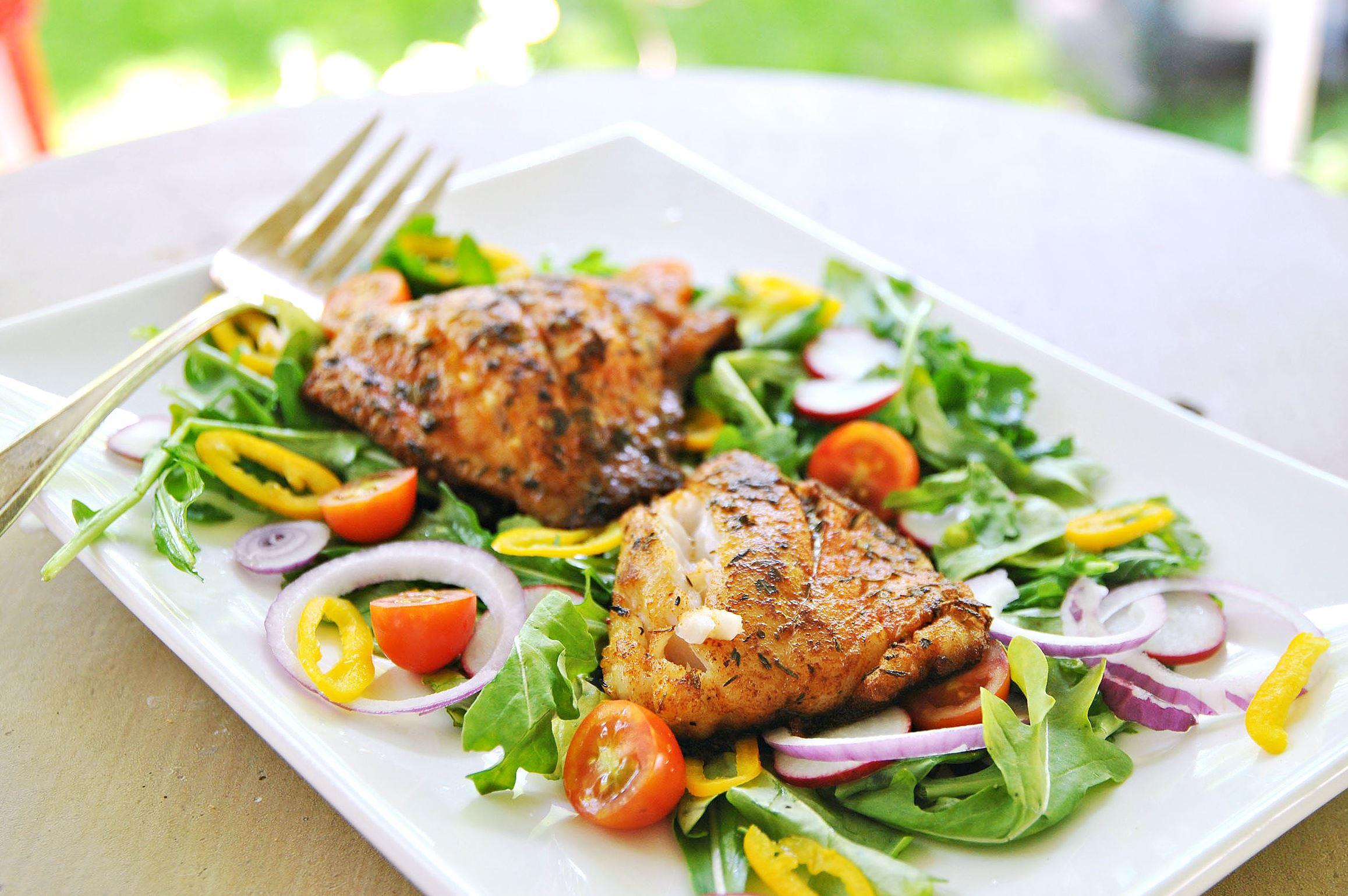 beachcookbook0601_grouper_03 Creole Blackened Grouper Salad
