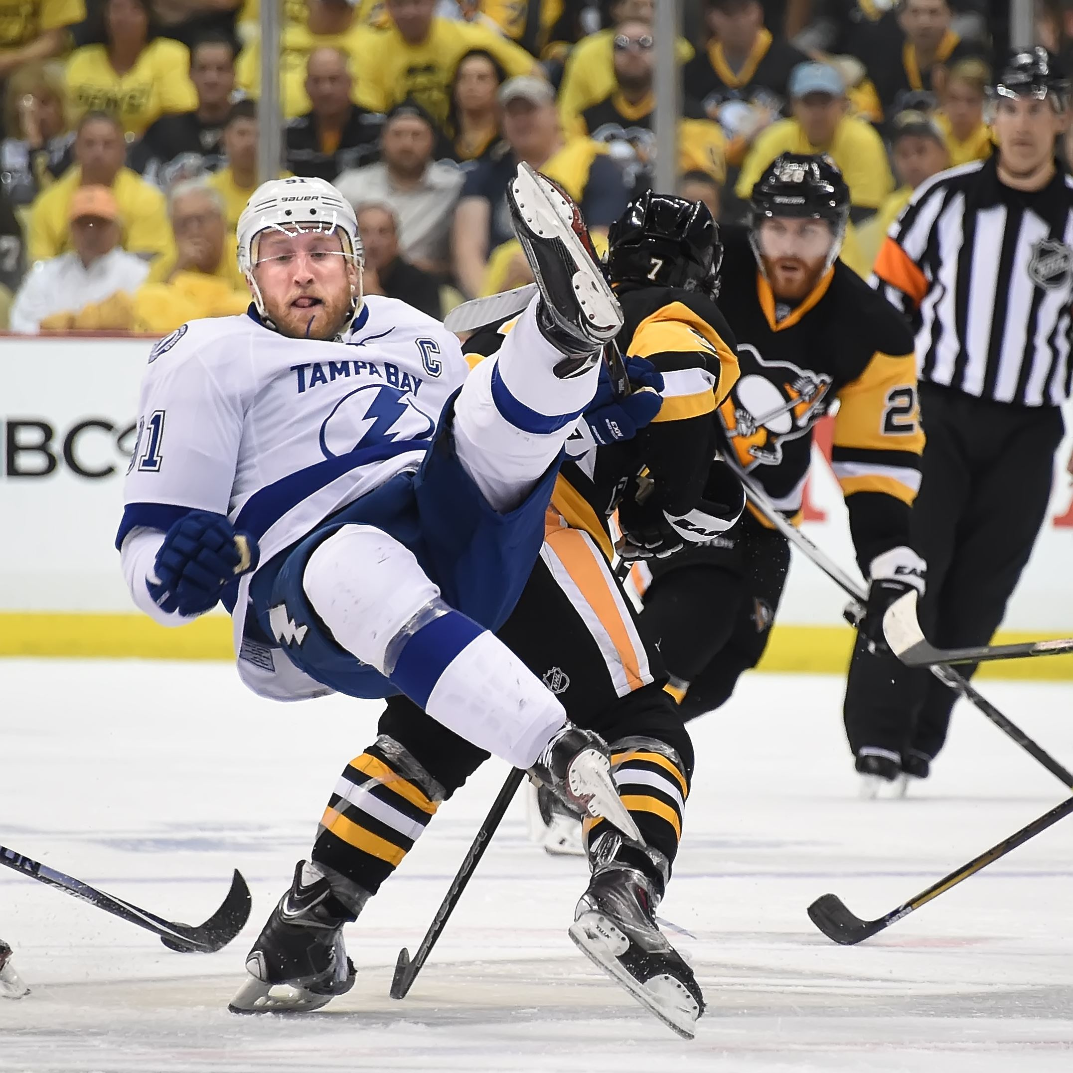 Return of Steven Stamkos gives Lightning lift, but not enough to win