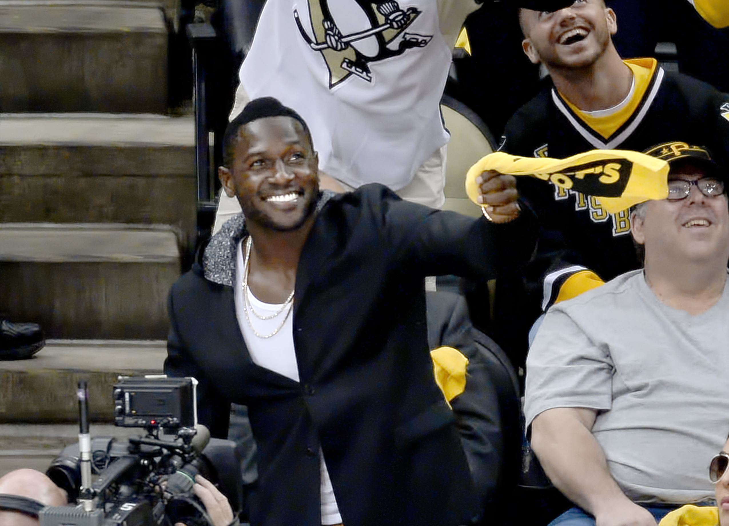 Steelers' Antonio Brown, huge fan of Sid, excited about Stanley Cup Final